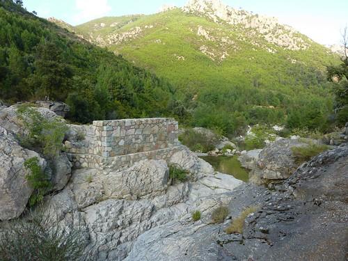 Accès ruisseau de Sainte-Lucie: pont détruit du Mela