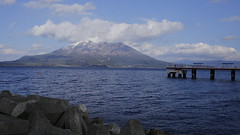 Snow-covered Sakurajima (M. Mikamo) Tags: sakurajima bay fishing sea sky mountain kagoshima afternoon winter cloud 169