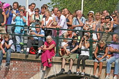 Canal Parade - Amsterdam (Netherlands) (Meteorry) Tags: bridge gay ladies girls holland boys netherlands amsterdam canal europe lads audience centre nederland pride center parade pont prinsengracht gaypride straight spectators paysbas centrum canalparade femmes garcons canalpride reguliersgracht viewers holebi mecs meufs meteorry bogosses
