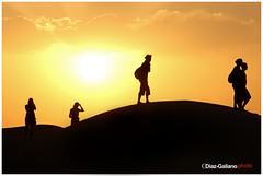 ATARDECER EN MERZOUGA (DIAZ-GALIANO) Tags: silhouette canon galiano morocco soe dunas 30d merzouga blueribbonwinner marraketch superlativas marrruecos simplysuperb goldstaraward flickrestrellas rubyphotographer paololivornosfriends artofimages bestofmywinners