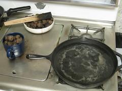 IMG_3667 (gfixler) Tags: ink walnut nuts stove howto castiron making fryingpan frypan simmering simmer juglans juglansregia englishwalnut juglone persianwalnut commonwalnut