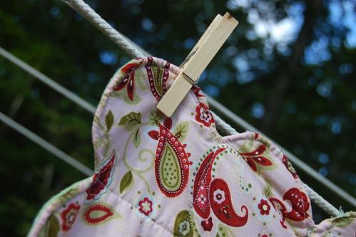 scalloped baby blanket detail