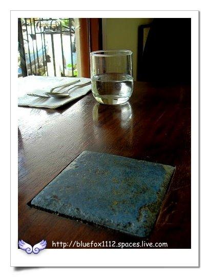 090918-1花宜6輪4日遊_璞石咖啡館07_桌面上鑲嵌著義大利磁磚