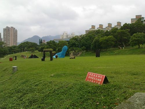 台北藝術大學的裝置藝術,牛