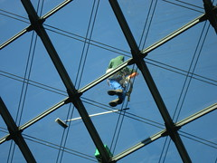 Cleaning windows in top altitude! (Farmerberlin) Tags: berlin rooftop architecture germany hauptbahnhof trainstation windowscleaner