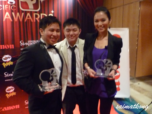 With Kenny Sia excellent blogger and Joanne Peh 白薇秀, Singapore Actress @ Nuffnang Asia Pacific Blogger Awards, Singapore 2009