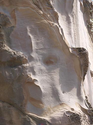 PB089352 人面石
