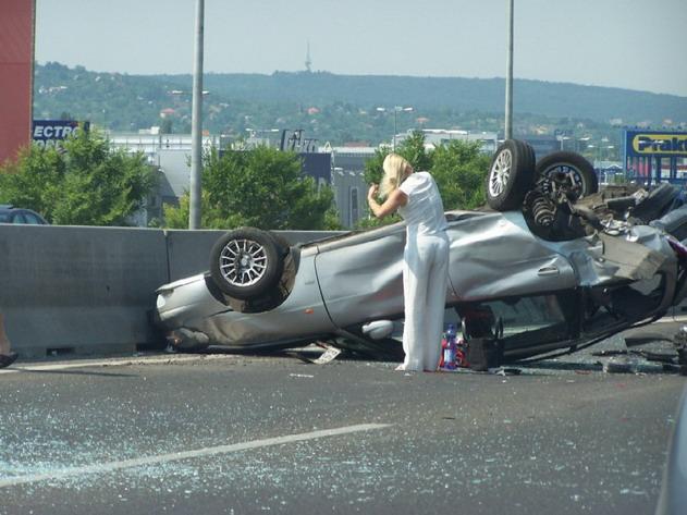 gambar lucu kecelakaan mobil