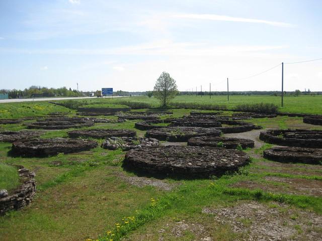 110524-Estonia-Lahemaa-Tombs-15