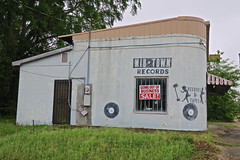 Mid-Town Records, Brookhaven, MS (Robby Virus) Tags: brookhaven mississippi ms midtown records closed business music store tapes