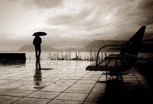 Hasil gambar untuk hujan dan sendiri