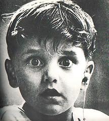 El niño y el audífono