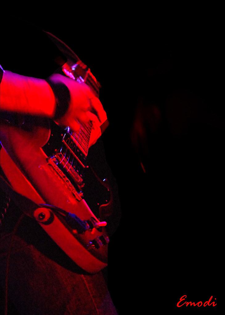"""""""guitarra...sin ti no soy nada"""" -dijo el músico..."""