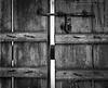 .. صياح الباب يكفي لا ظهرت وبكتم صياحي (M.AL-Thani .. BRB) Tags: door by mohammed محمد باب فيها خشب قديم رايح الثاني malthani مصدي مزلاج