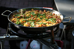 paella with peas