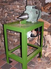 Holzspalter / Kegelspalter auf Tisch montiert