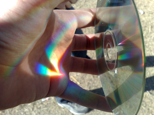 CD refractando luz del sol, imagen de mi autoría