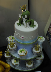 Frog Cupcake (Bettys Sugar Dreams) Tags: tower germany buch book muffins hamburg frog cupcake frosch froggy topper taufe torte fondant babyfrog cupcaketower torten kissthefrog frogcake motivtorten bettyssugardreams bettinaschliephakeburchardt buddahfrog
