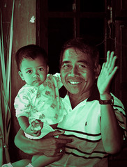 Grandfather and granddaughter (Pedro Nez) Tags: vacation bali copyright indonesia travels holidays pedro granddaughter viajes ferien 2009 vacaciones abuelo granfather nunez nieta grossvater vacatio2009 grosstochter