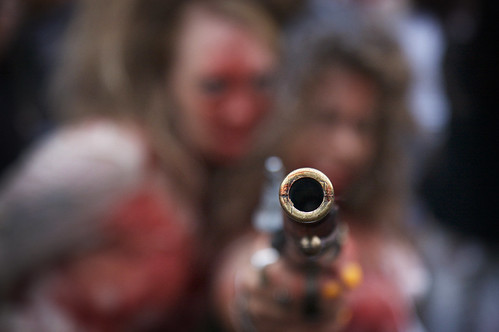 Denver Zombie Crawl - Pointed Gun por greeblemonkey.
