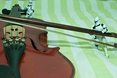 Playing Violine (Heber Garcia) Tags: music playing trooper art toy star action figure wars clone violine bemflickrbembrasil