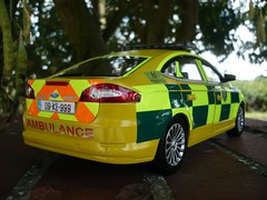 1:18 Ford Mondeo Hatch - Irish Ambulance Service RRV (alan215067code3models) Tags: new uk blue irish ford car yellow lights ambulance led service british hatch emergency rapid 2009 battenburg response 118 mondeo sirens zetec whelen chevrons rrv