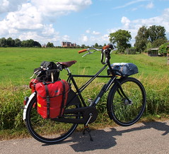 """Pastoor"" Kruisframe by Workcycles/NL (macfred64) Tags: holland bicycle thenetherlands fahrrad touring fiets ortlieb panniers dutchbike workcycles muidenslot kruisframe workcyclesnl carradicelongflap marmottwilight2p"