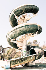 (xilefe) Tags: parque abandoned stairs slide dirty aquatic espiral parc destroyed tobogan escaleras destroy aquaticpark abandonado escales nowater sinagua acuatico abandonat destrozado senseaigua destrossat