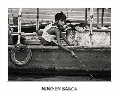 Niño en Barca (Serie India)