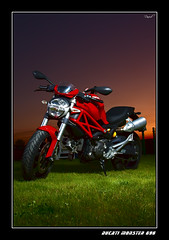 DUCATI MONSTER 696 (penn84^^) Tags: pictures beautiful monster canon eos rojo foto flash most moto ducati fotografa flashes sesin 696 motociclismo strobist 450d aplusphoto canonistas canon24105lis teamducati ducatimonster696 motorbikesmotorcyclesopentoall