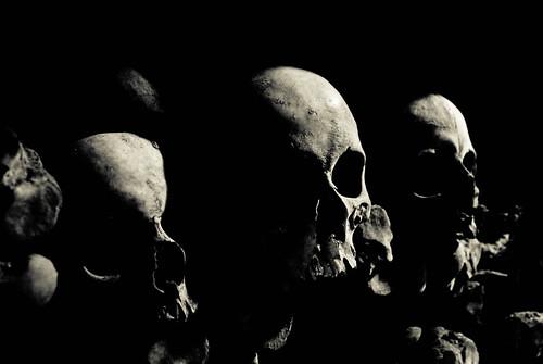 Les Catacombes (low key skulls)