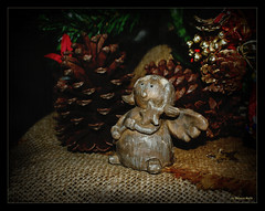 Wishing a Christmas of dream ... (Rebeca Mello) Tags: christmas stilllife texture textura natal angel photoshop sony decoration legacy decorao anjo lightroom tistheseason rvoredenatal alpha200 sonyalpha200 tisexcellence miasbest miasexcellence rebecamello rebecamcmello daarklands flickrvault trolledproud daarklandsexcellence treeofxmas