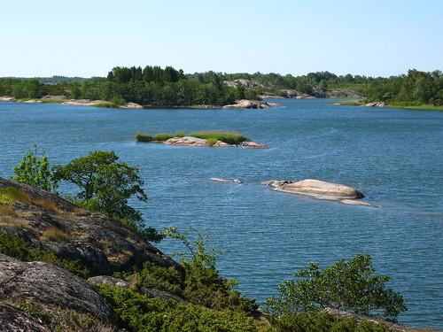 Salynas — tiesiog iš vandens kyšantys milžiniški akmenys