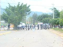 represión en la UNAH 5 de Agosto por cobras por Protesta