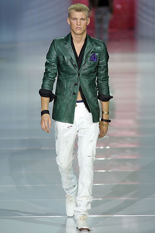Eddie Tucker302_SS09_Robert Cavalli(VOGUE.com)