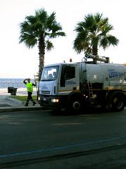 Lo spazzino si mette in posa / Reggio Calabria (RC) (ryan.audino) Tags: italy italia calabria reggio spazzino garbageman
