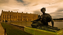 Sculpture and Architecture (In Versailles) (Gilderic Photography) Tags: sky sculpture woman cloud paris france castle art history water statue architecture lumix eau europe raw terrasse culture stormy palace panasonic ciel versailles esplanade chateau nuage bassin lightroom lx3 dmclx3
