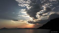 Tramonto verso Ischia da Pozzuoli (Marioleona) Tags: sunset italy tramonto paesaggio golfo pozzuoli mariobrindisi cainapoli