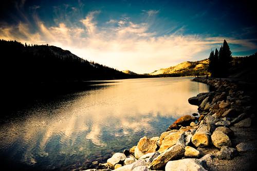 Yosemite : Lake curves