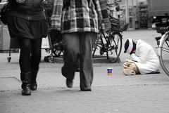 Getting rich by sleeping doesn't always work (Just a guy who likes to take pictures) Tags: street city sleeping portrait people urban bw en woman white black fall coffee girl bike female germany deutschland und shoes europa europe arm boots sleep candid strasse saxony herfst poor kaffee bikes tights story jeans help human stadt alemania slaap lower frau pane schlafen zentrum zwart wit weiss osnabrck schwarz fahrrad vrouw begging fietsen stad duitsland fiets slapen fahrrder straat zw koffie verhaal osnabrueck niedersachsen osnabruck fahrraeder strase ruitjes bedelen tschibo lower fahrrader osnabrugge saxony
