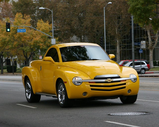 auto show ca chevrolet car sport yellow truck la pickup super chevy ssr ? coches spotting roadster woodlandhills ???????? motor4toys ???????