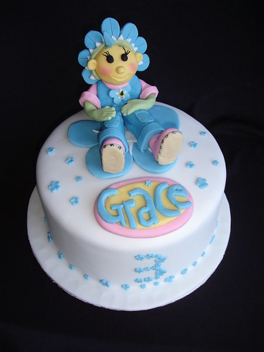 Fifi and the flowertots cake