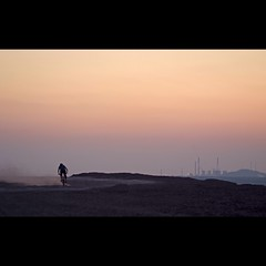 (Hans van Reenen) Tags: sunset bicycle germany deutschland bicycling cycling twilight zonsondergang sonnenuntergang fav50 cine ruhrgebiet ruhrpott eon herten mountainbiken kohlenpott scholven inducult derpott kraftwerkscholven haldehoheward s5pro silkypixpro 20110419