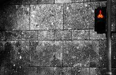 Ampel//Kln (_bianconero) Tags: street light red bw rot bike wall contrast photography trafficlight licht robot blackwhite nikon traffic wand cologne pedestrian kln jaywalker stop walker sw stoplight attention schwarzweiss redlight trafficsign kontrast beacon verkehr ampel fahrrad mauer bycicle rad