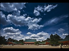 The sky over Higashiyama (Fabio Sabatini) Tags: sky japan blog kyoto shrine sigma   kansai   higashiyama honshu 10mm heianjing heianjingushrine  higashiyamaku