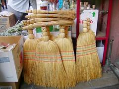 Φρουκαλιές (Σκούπες)- Brooms