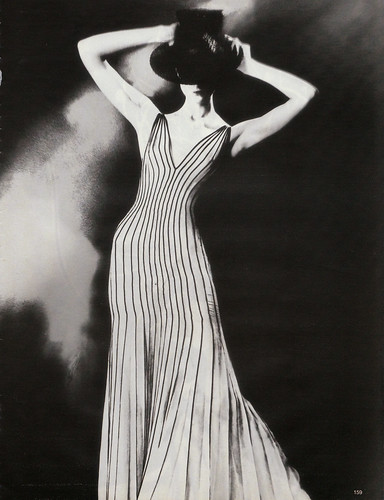 Krönung des Chic by Lillian Bassman