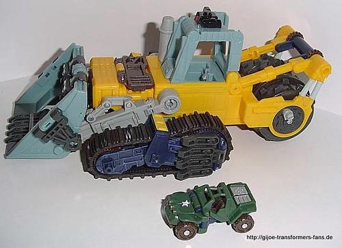 Treadbolt Energon  Mega-Class Transformers  004