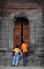 _MG_9787 copy (samyukta_18) Tags: door children kashmir srinagar samyukta samyuktalakshmi