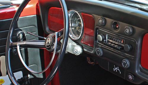 1968 Volkswagen Beetle 2-Door Sedan (2 of 5)